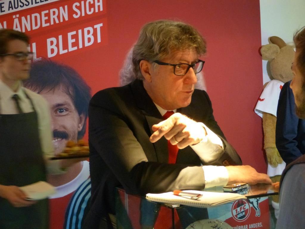 Auch Toni Schumacher ist begeistert von der Sonderausstellung. copyright: CityNEWS / Heribert Eiden