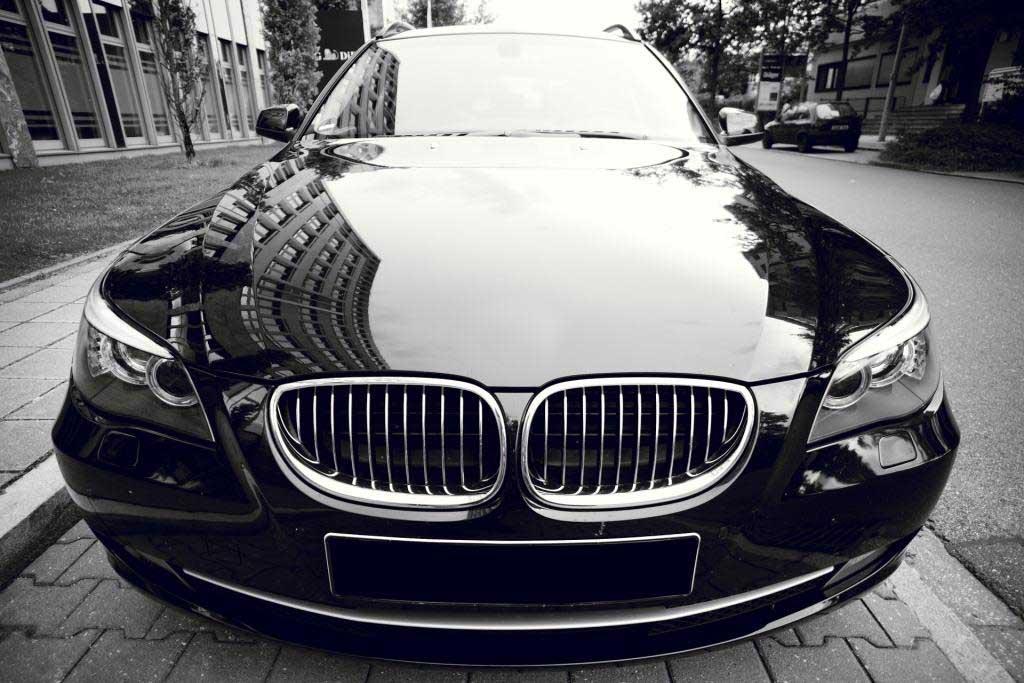 Die Farbe Schwarz gerät zunehmend auf das Abstellgleis. copyright: pixabay.com