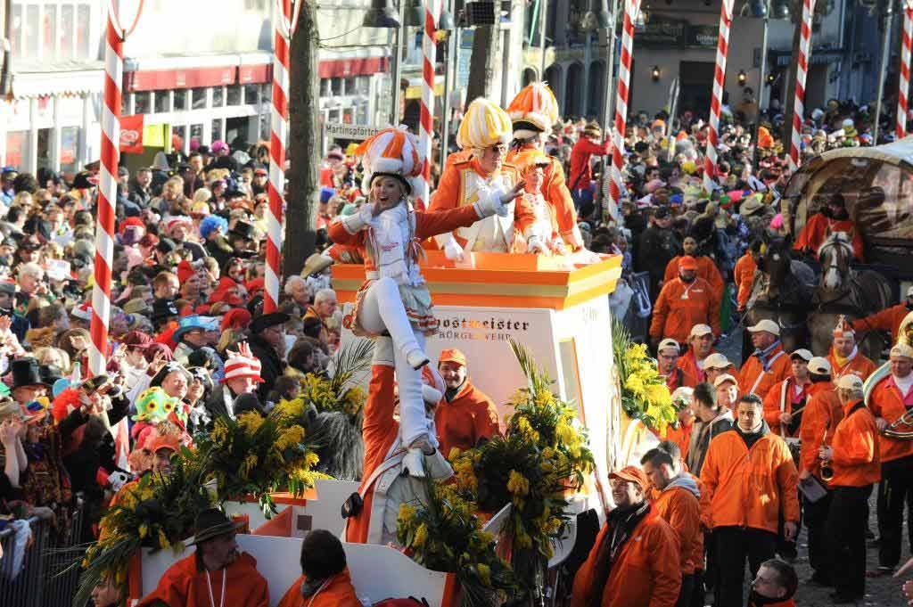 Unzählige Kamelle, Strüßjer und Bützje copyright: Festkomitee Kölner Karneval