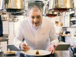 Für 3-Sterne-Koch Christian Bau geht es bei Kitchen Impossible weg von der Gourmetküche in eine Kölner Dönerbude. Foto: MG RTL D / PA / Thomas Wieck