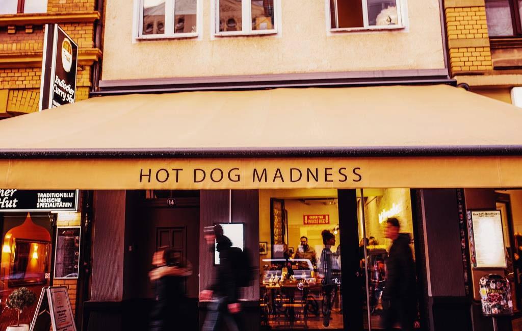 Neuer Streetfood-Hotspot auf der Aachener Straße: Mad Dogs copyright: Kieper FilmFotografie