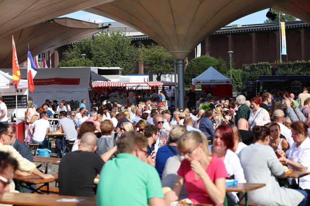 Der Kölner Fischmarkt am Tanzbrunenn lädt zum Shoppen, Schlemmen und Genießen copyright: CityNEWS / Alex Weis
