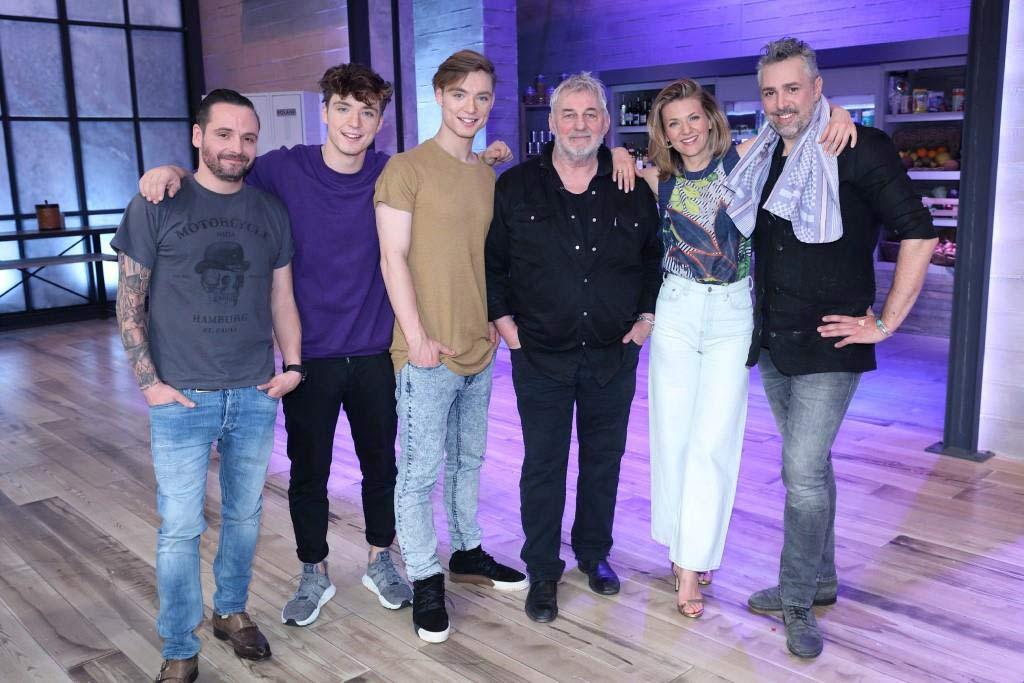 Wer wird in der ersten Folge gewinnen? Promis oder Profikoch? Foto: MG RTL D / Frank W. Hempel