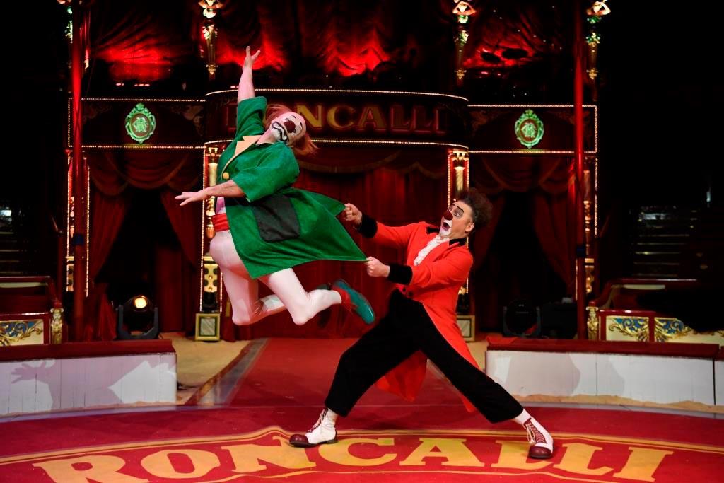 Comedy un Spitzenartistik erwartet die Besucher der Zirkus. copyright: www.roncalli.de