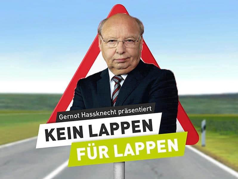 """Berufscholeriker Gernot Hassknecht, wird für die Verkehrssicherheitskampagne """"Runter vom Gas"""" zum härtesten Fahrprüfer Deutschlands. copyright: Runter vom Gas"""