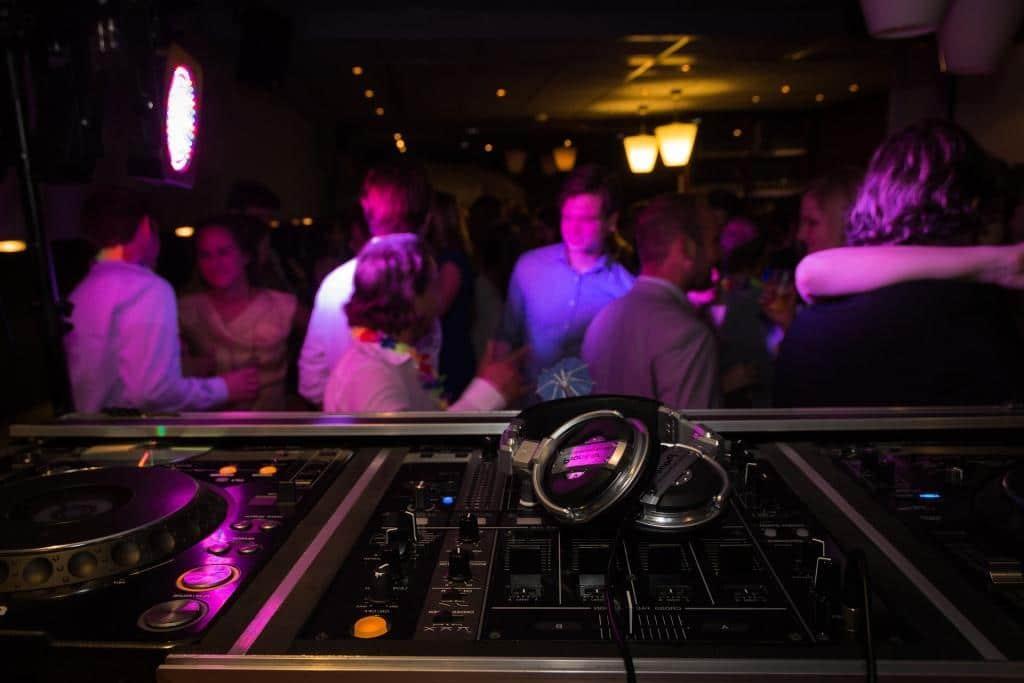Zum Tanz in den Mai wird auf Partys ordentlich abgefeiert! copyright: pixabay,com