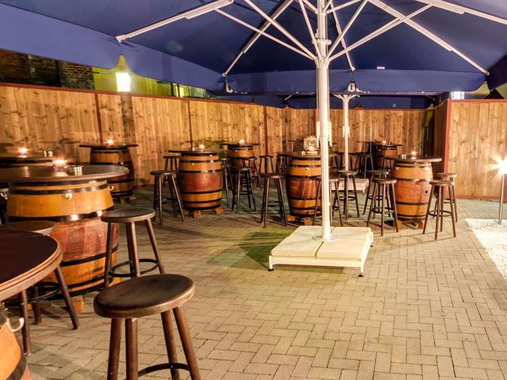 Die Außenterrasse mit Chill-Out Lounge copyright: Frank Schulz (enuerto media UG)