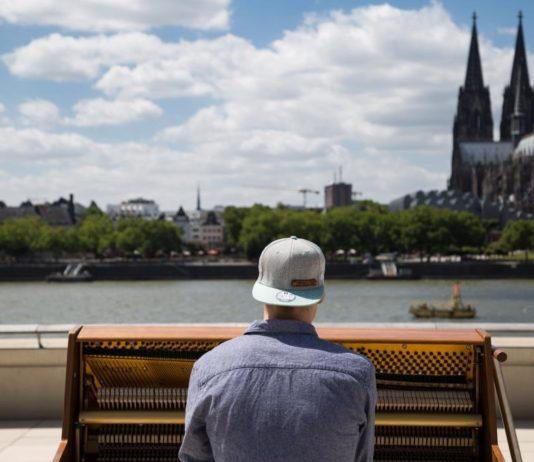 Stadtgeklimper: Theo (19) aus dem Kölner Severinsviertel reist mit seinem Klavier um die Welt copyright: CityNEWS / CityNEWS