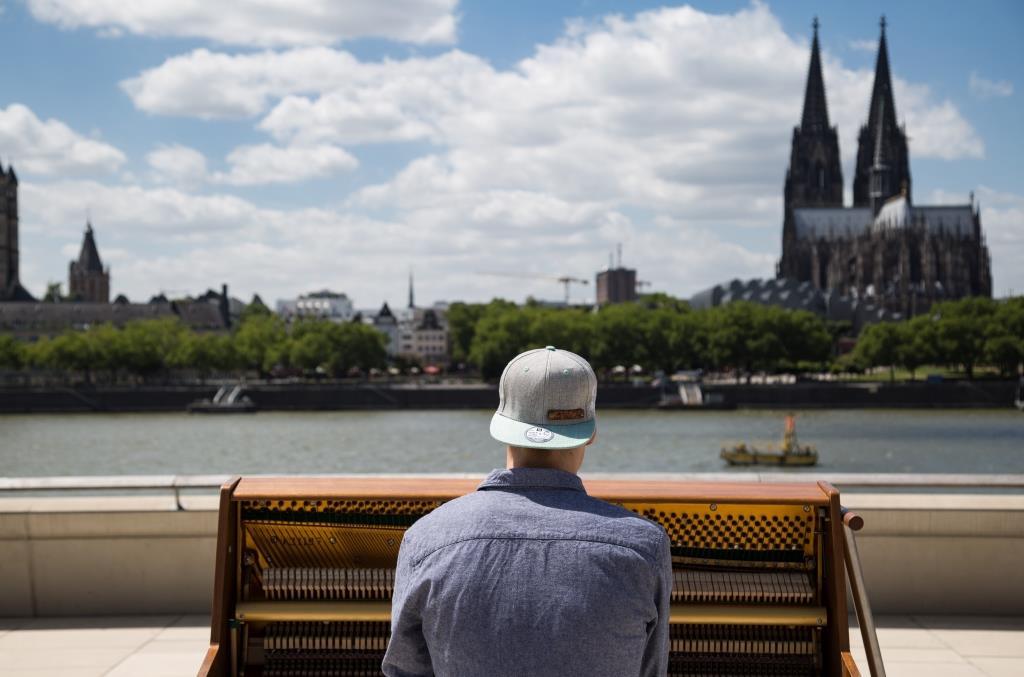 Stadtgeklimper: Theo (19) aus dem Kölner Severinsviertel reist mit seinem Klavier um die Welt copyright: CityNEWS / Alex Weis