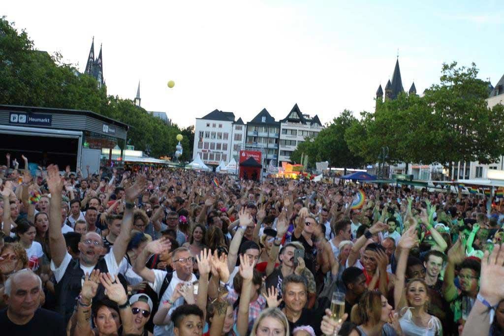 Das Straßenfest in der Kölner Altstadt zieht jedes Jahr unzählige Besucher in die Domstadt. copyright: CityNEWS