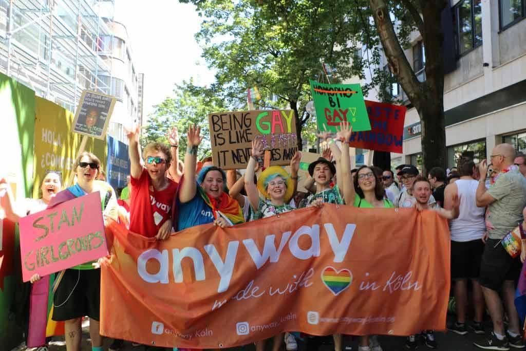 Bunt und laut: Rund 1.200.000 Besucher (lt. Veranstalter) kamen zur CSD-Demo-Parade nach Köln. copyright: CityNEWS