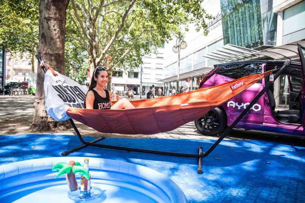 """Unter dem Motto """"Just Go and Cool Down!"""" macht die Tour des neuen Toyota AYGO auch Station in Köln. copyright: Toyota"""