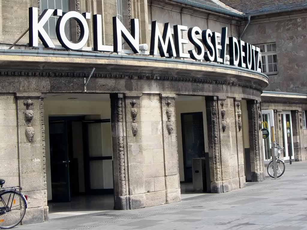 Rund um den Bahnhof Deutz/ Messe kommt es auf Grund der Entschärfung des Blindgängers zu Störungen im Bahn- und Zugverkehr. copyright: pixabay.com