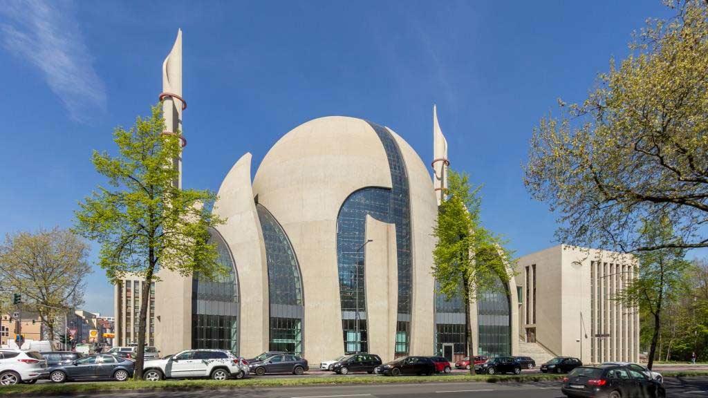 © Raimond Spekking / CC BY-SA 4.0 (via Wikimedia Commons), Die DITIB-Zentral-Moschee in Köln-Ehrenfeld. DITIB-Zentralmoschee Köln - April 2015-7489, CC BY-SA 4.0