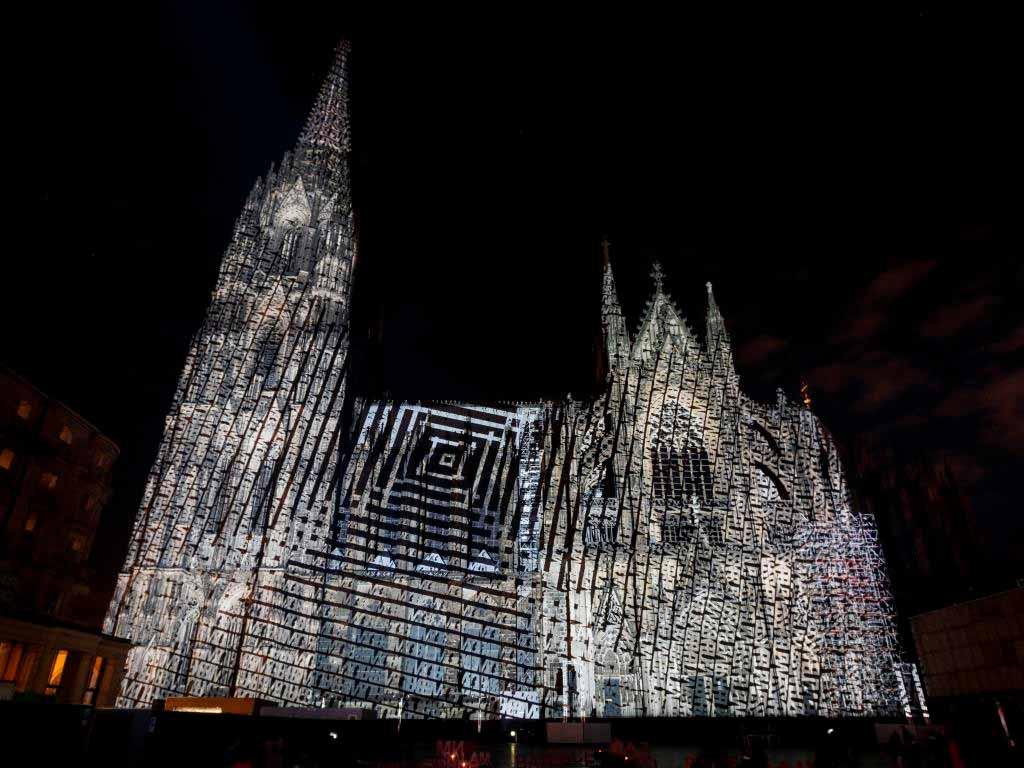 Spektakuläre Licht-Inszenierung am Kölner Dom copyright: Koelnmesse GmbH / Andreas Hagedorn
