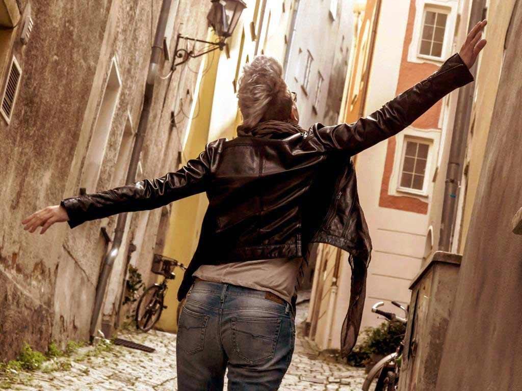 Lederjacken: So stylt man den Klassiker im Sommer und Herbst copyright: pixabay.com