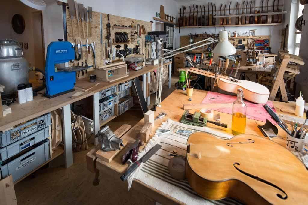 Im Gitarren-Atelier kann man sein Musikinstrument selbst bauen copyright: CityNEWS / Alex Weis
