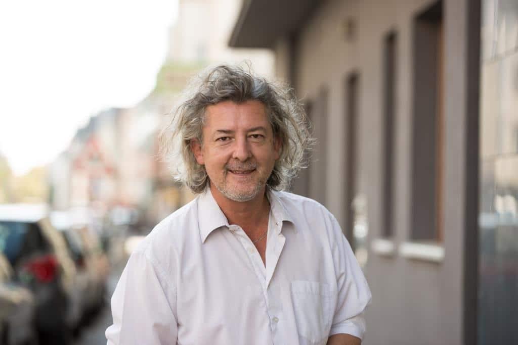 Reinhard Vedder betreibt das Kuriosikum auf der Sülzburgstraße. copyright: CityNEWS / Alex Weis