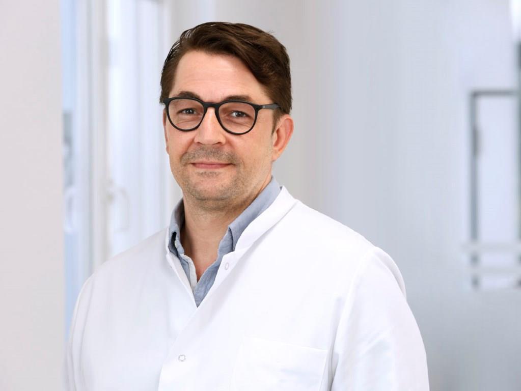 Der Fachbereich Spezielle Sporttraumatologie und Unfallchirurgie wird von Professor Dr. Sven Shafizadeh geleitet. - copyright: Sana Dreifaltigkeits-Krankenhaus Köln