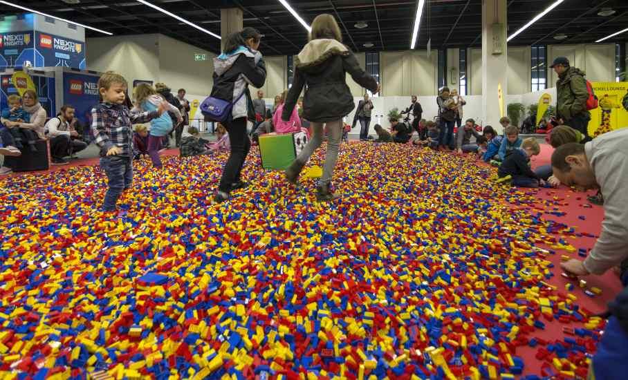 Auf die großen und kleinen Messebesucher warten Millionen LEGO-Steine. copyright: Messe Sinsheim