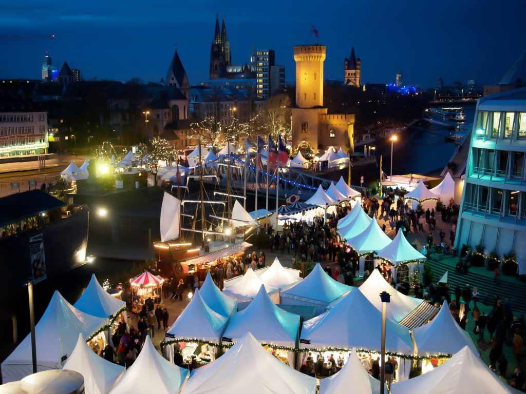 Vor malerischer Kulisse direkt am Rhein wird der Kölner Hafen-Weihnachtsmarkt am Schokoladenmuseum auch in diesem Jahr wieder das weihnachtliche Köln um eine maritime Facette bereichern. copyright: Kölner Hafen-Weihnachtsmarkt
