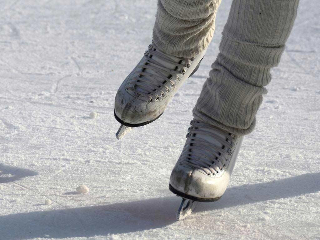 Eislaufbahn auf dem Kölner Ebertplatz: Schlittschuhlaufen mitten in der City copyright: pixabay.com