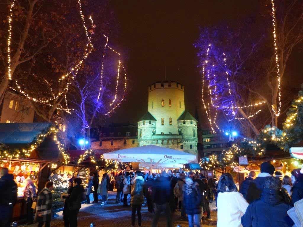 Weihnachtsmarkt in der Kölner Südstadt: Vringsadvent auf dem Chlodwigplatz copyright: EidenArt / CityNEWS