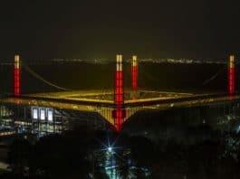 Am RheinEnergieSTADION in Köln strahlt Europas größter Adventskranz copyright: KSS