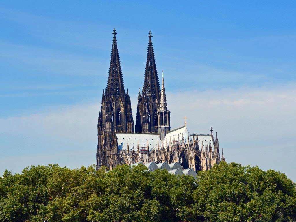 Die Lesung im Rahmen der lit.Cologne im Kölner Dom muss wegen der Asubreitung des Coronavirus leider entfallen. copyright: pixabay.com