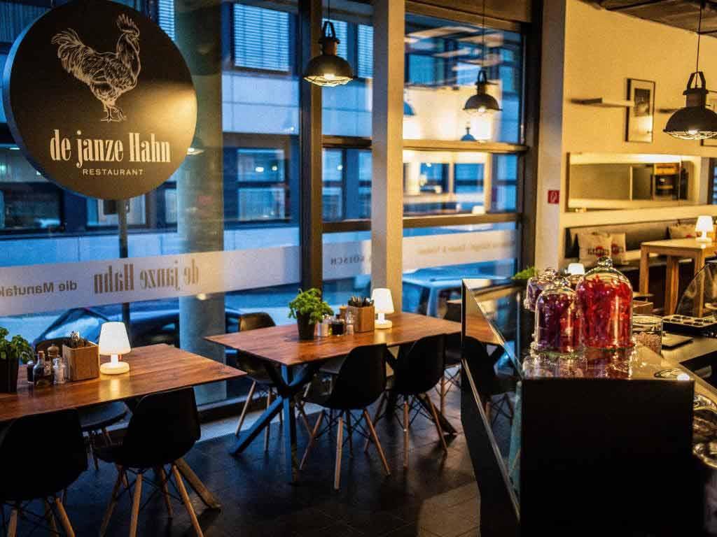 Im Restaurant kann man frühstücken, Mittag und Abend essen. copyright: De janze Hahn