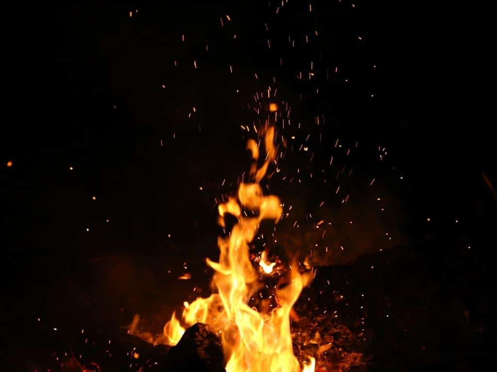 Die Nubbelverbrennung wird traditionell am Karnevalsdienstag durchgeführt. copyright: pixabay.com