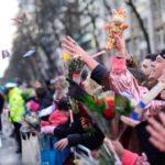 Die Jecken freuen sich auf die bunten Gruppen bei den Schull- und Veedelszöch in Köln. copyright: Festkomitee Kölner Karneval