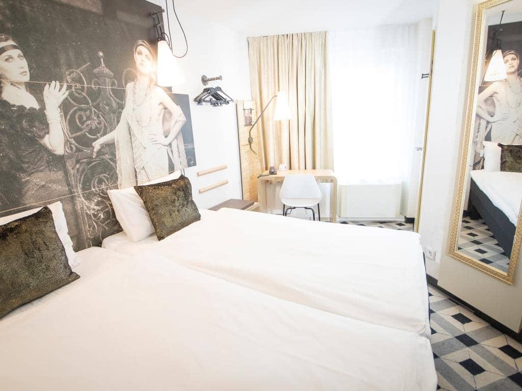 Hotelgäste des ibis Köln Centrum können auch auf Zeitreise in die 20er-Jahre gehen. copyright: Dirk Loerper