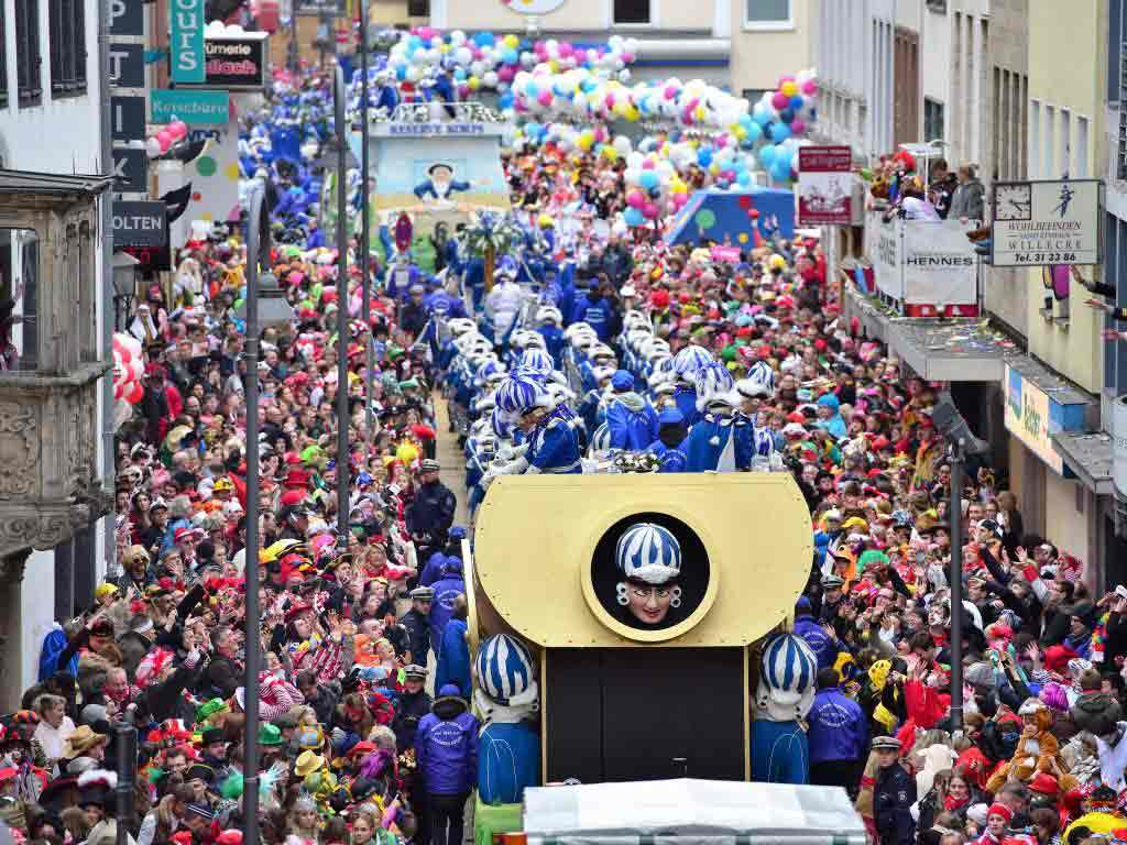 Die Jecken trotzen Sturm und Regen beim Rosenmontagszug in Köln. copyright: Festkomitee Kölner Karneval