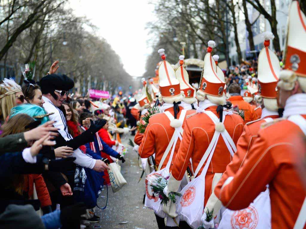 Trotz der schlechten Wetteraussichten kamen hunderttausende Besucher zum Rosenmontagszug nach Köln. copyright: Festkomitee Kölner Karneval