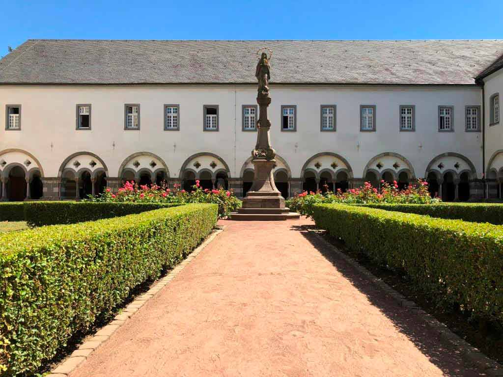 Aufgrund einer Vision gegründet – die Abtei Brauweiler - copyright: Gabriel Gach