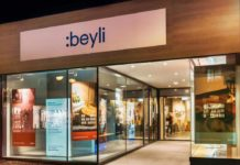 Ein zufriedenes Lächeln mit der :beyli Zahnkorrektur copyright: :beyli GmbH