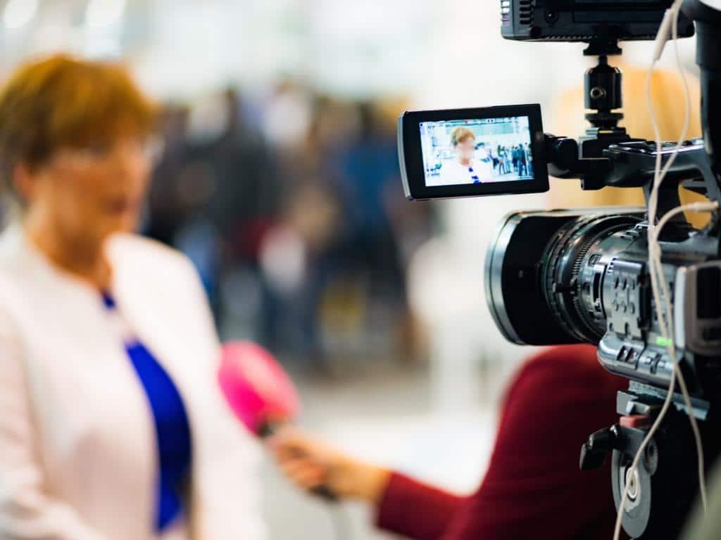 In der Medienbranche gibt es zahlreiche Jobs und Ausbildungsangebote copyright: Envato / microgen