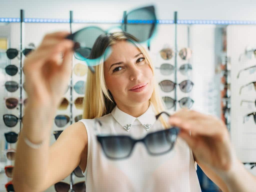 Die Sonnenbrillen-Trends 2019 bieten für jeden Look das passende Modell. copyright: Envato / NomadSoul1