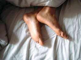 Wie man sich bettet, so liegt man: So findet man den perfekten Schlaf copyright: Envato / simbiothy