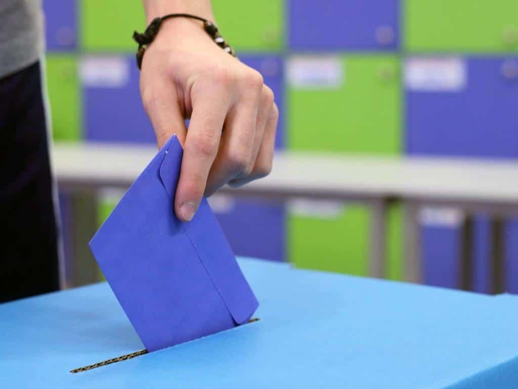 Zur Wahlurne oder per Direktwahl seine Stimme bei der Europawahl 2019 abgeben - copyright: pixabay.com