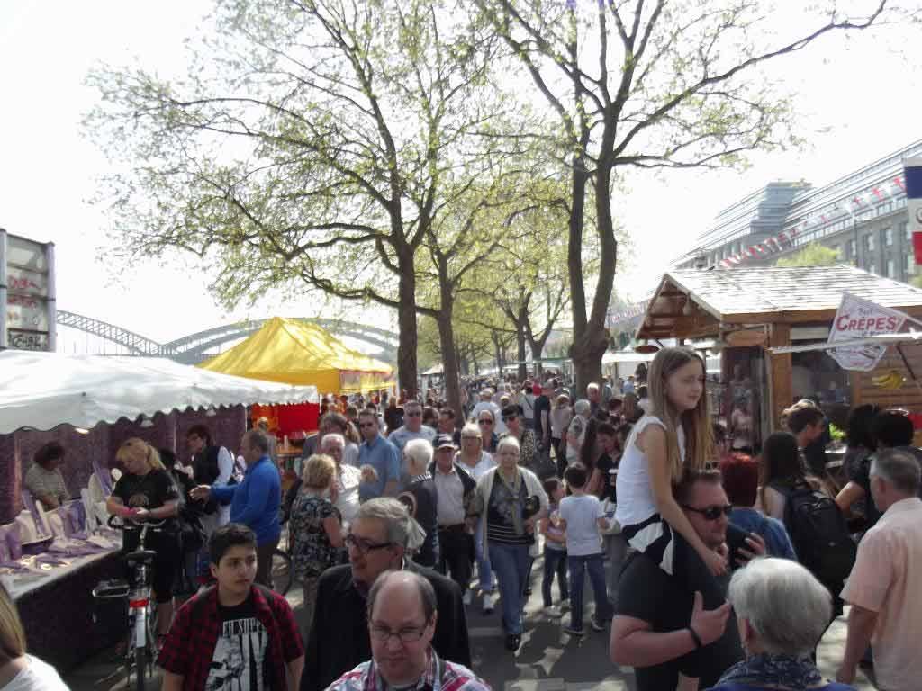 Kölner Rheinuferfest zwischen Hohenzollernbrücke und Bastei copyright: Veranstaltungsbüro Brumbach