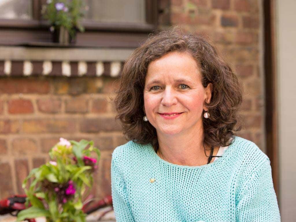 Stefanie Kleiner ist Profi-Köchin, Ernährungsberaterin und Inhaberin der Kochschule esswahres in Köln-Sülz.