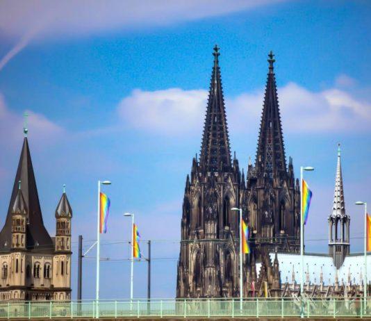 Köln im Zeichen des Regenbogens: Zum ColognePride 2019 wurden rund 250 Fahnen aufgehängt. copyright: CityNEWS