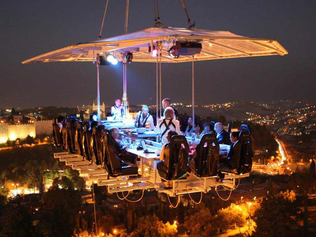 Genuss in luftiger Höhe über der Domstadt copyright: Dinner in the Sky