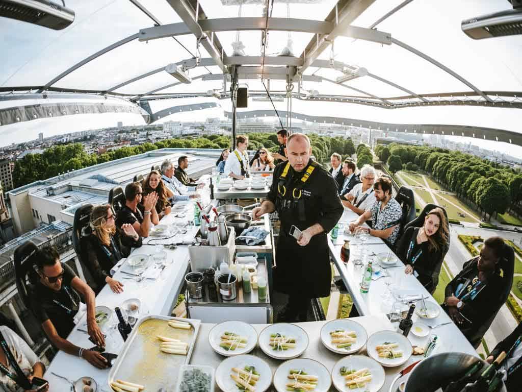 Dinner in the Sky: Mit CityNEWS erstklassiges Essen hoch über Köln genießen! copyright: Dinner in the Sky