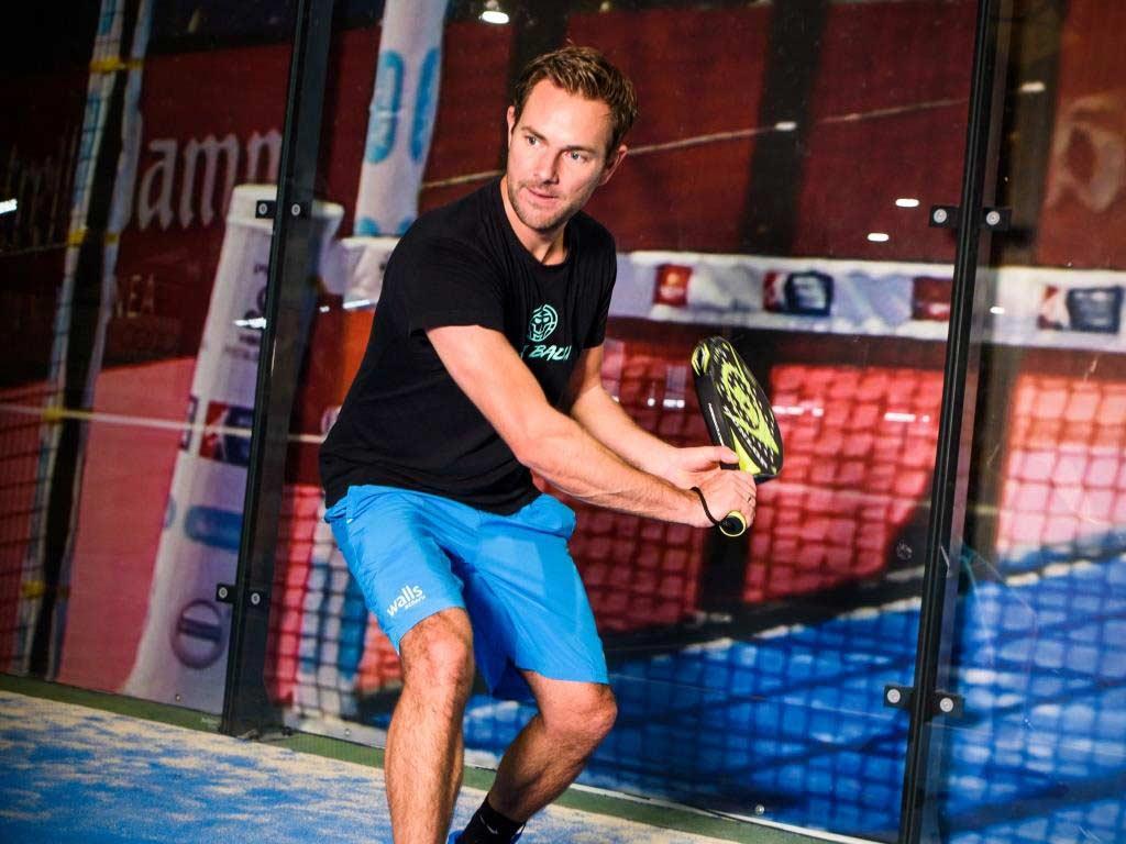 Die Sportart Padel ist noch jung, hat aber in den letzten Jahren einen ordentlichen Schub nach vorne hingelegt. copyright: MIKURA – www.mikura.de