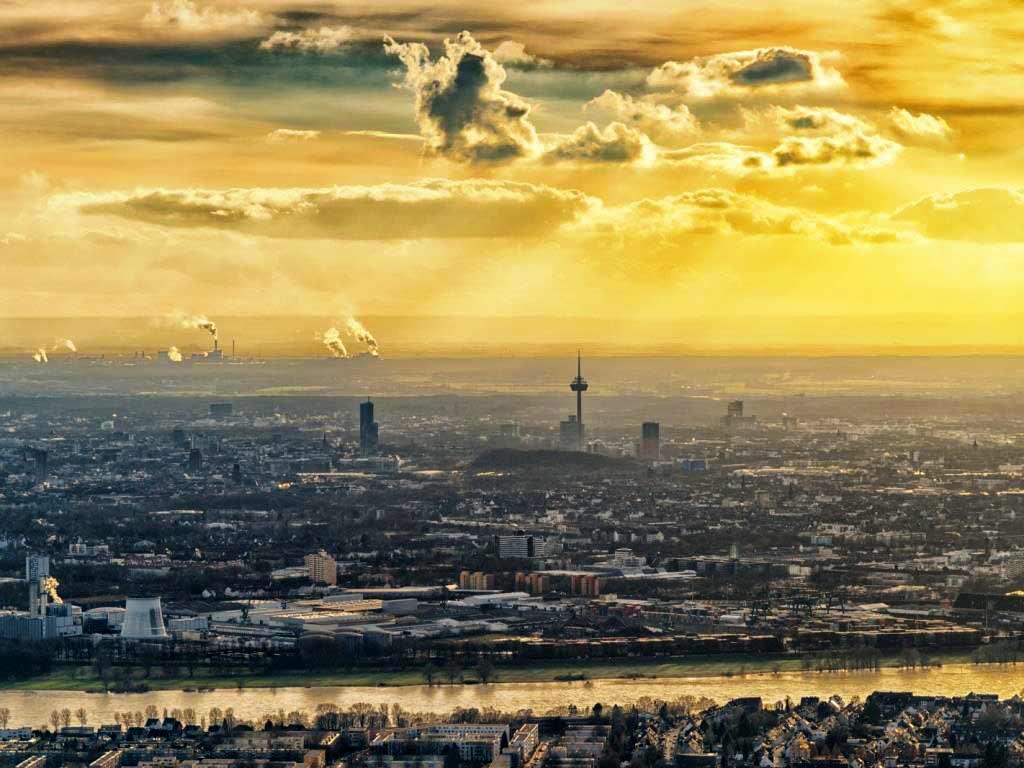 Genießen Sie einmalige Aussichten aus dem Gyrocopter auf die Rheinmetropole! copyright: Michael Pferrer