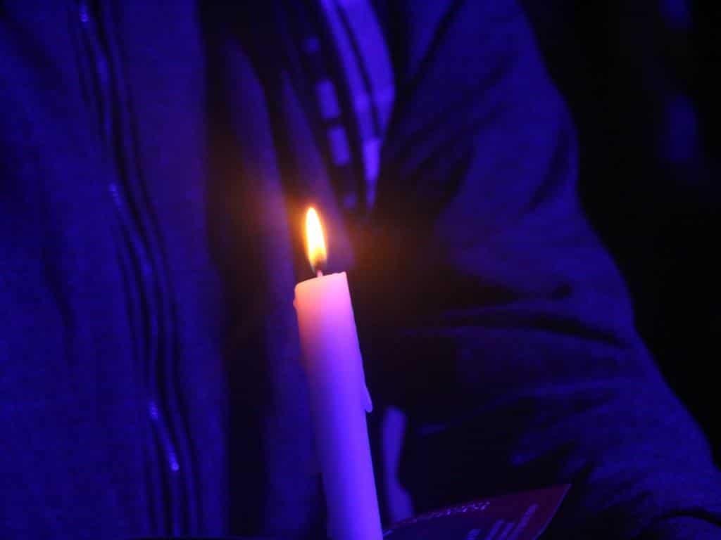 Auch für ruhige Momente ist das CSD-Straßenfest bekannt, wie z.B. bei den Kerzenlichter gegen das Vergessen. copyright: CityNEWS