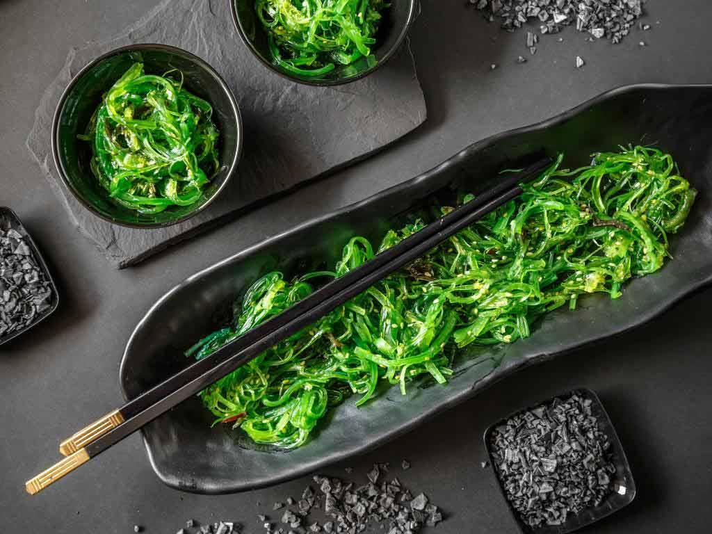 Algen gelten durch ihren hohen Mineraliengehalt zur Gattung der Super-Foods. copyright: Envato / grafvision